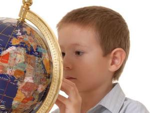 enfant_globe