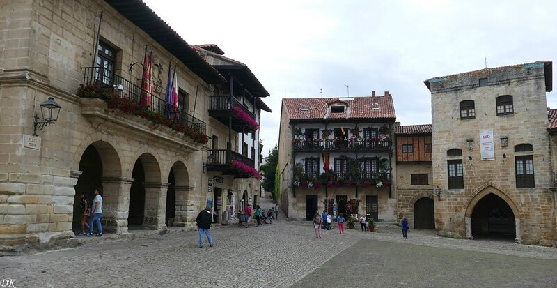 Santillana place Major