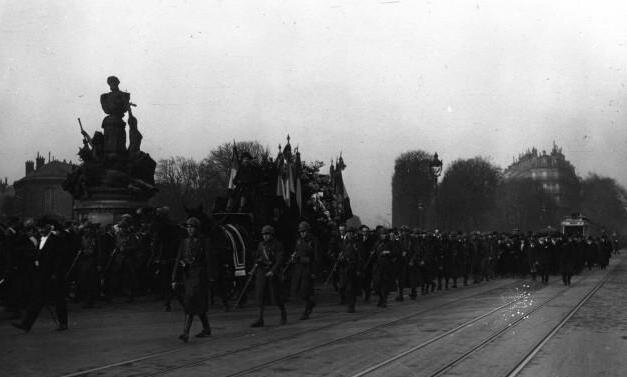 Photo Paris Cortège Pégoud 1920 (Gallica) 2R