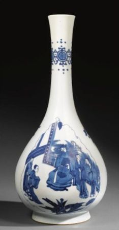 A_BLUE_AND_WHITE_BOTTLE_VASE