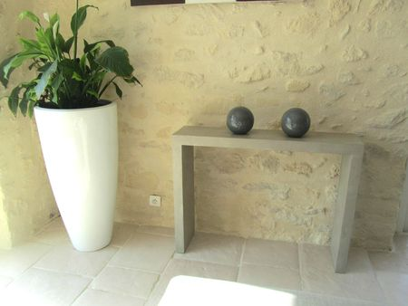BETON CIRE CONSOLE GALET