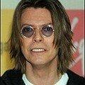 il a piqué les lunettes de john lennon!