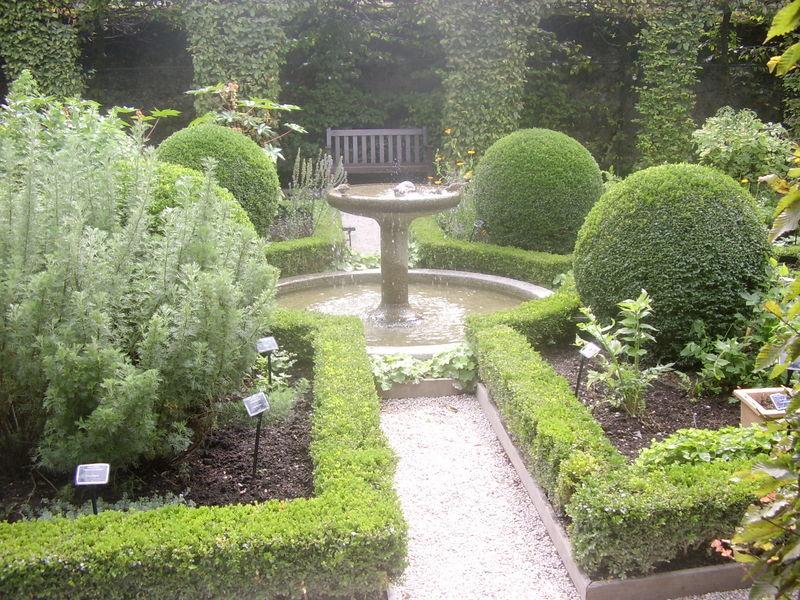 Jardin des cinq sens yvoire photo de jardins visiter for Jardin 44 des 5 sens