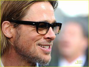Brad_Pitt_Premieres_Moneyball_in_Oakland_brad_pitt_25459050_1222_920