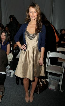 jennifer_love_hewitt_lela_rose_fall_2009_fashion_show_front_row_01_122_424lo