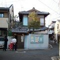 dansles rues, on peux voir des maisons à l'ancienne un peu parto
