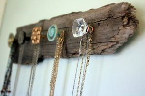 diy-wooden-necklace-holder-1-500x332