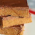 Carés gourmands au biscuits, beurre de cacahuètes et chocolat.