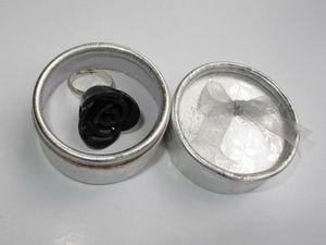bague rose noire boite