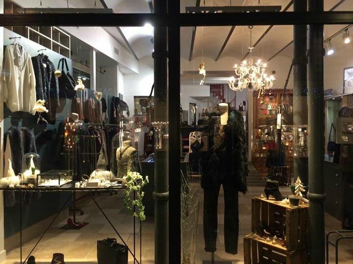 Bijoux accessoires pochettes chaussettes chapeaux idee cadeaux decembre 2016 Boutique Avant Après 29 rue Foch 34000 Montpellier (5)