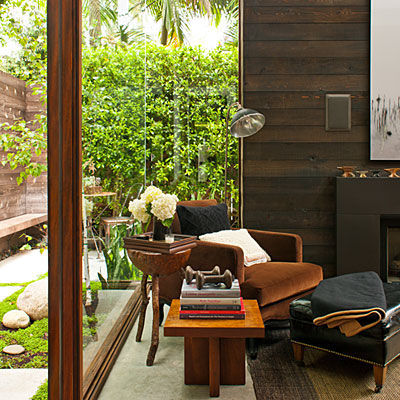micro_lodge_woodsy_urban_living_room_glass_walls_0112_l_1_