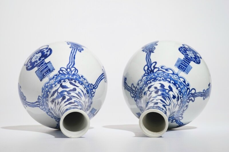 a-pair-of-chinese-blue-and-white-bottle-vases-kangxi-6