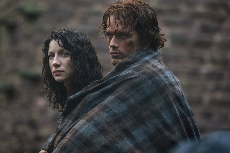 Caitriona-Balfe-as-Claire-Randall-and-Sam-Heughan-as-Jamie-Fraser-in-the-STARZ-Original-Series-OUTLANDER-1024x682