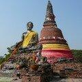 Bouddha devant un chedi, Ayuthaya