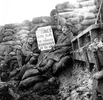 Scottish_Rifles_in_trenches_1917