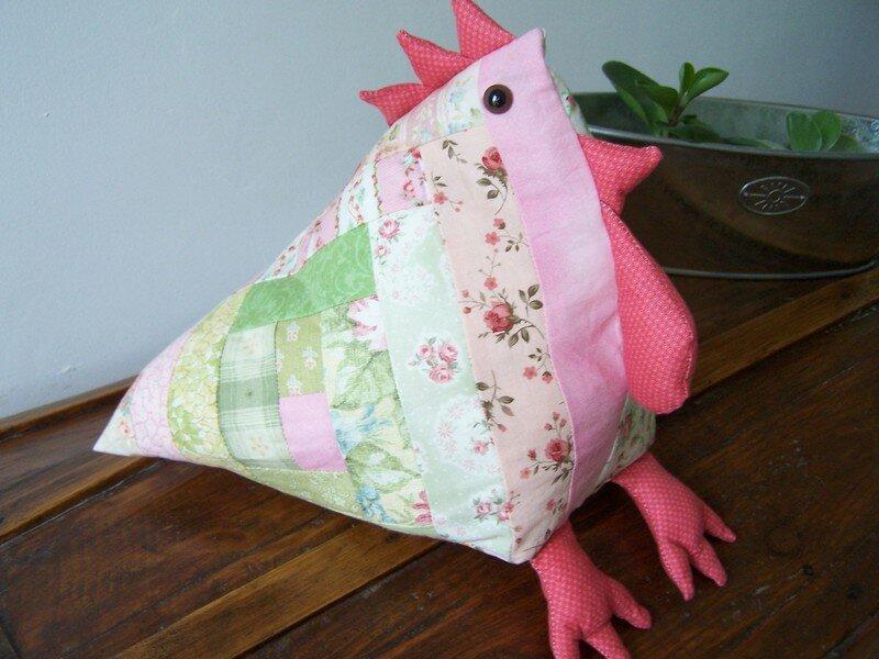 Poule en tissu patchwork.