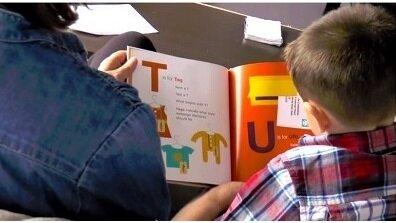 Les parents lisent de moins en moins d'histoires aux enfants