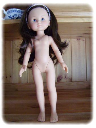 poupée penchée