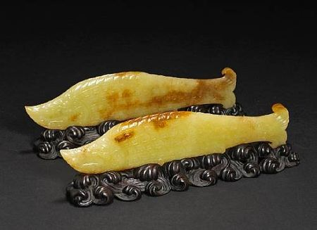 A_pair_of_yellow_jade_carp