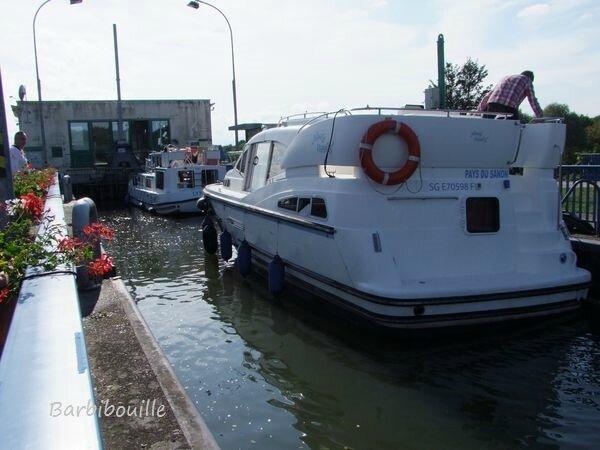 Ecluse de r chicourt le ch teau p tales sur un fil for Dans un petit bateau