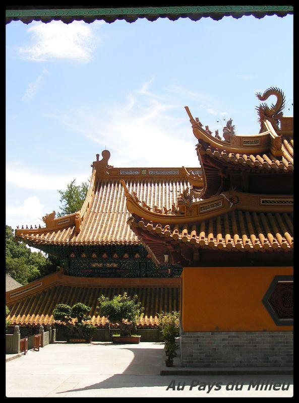 Ile de Putuo Shan détail batiment d un temple
