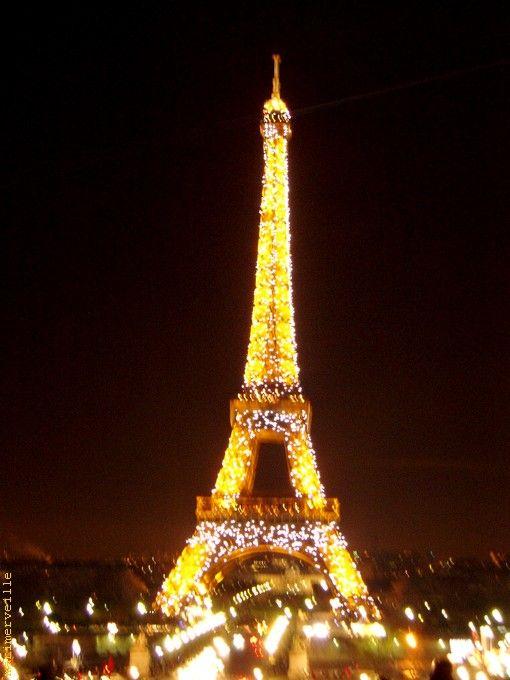 Tour Eiffel d'or
