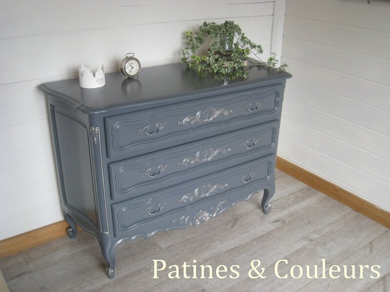Un banc coffre relook patines couleurs for Repeindre une commode
