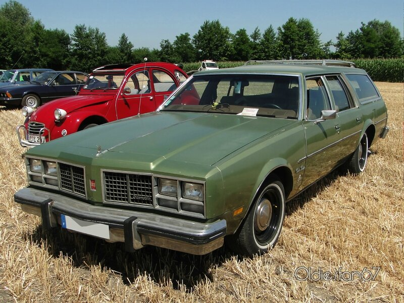 oldsmobile-custom-cruiser-1979-a