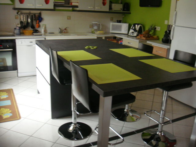 Ma cuisine la cuisine sassenay for Ilot central avec table extensible