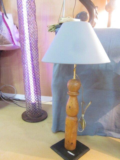 Lampe/ancienne grande quille de bois