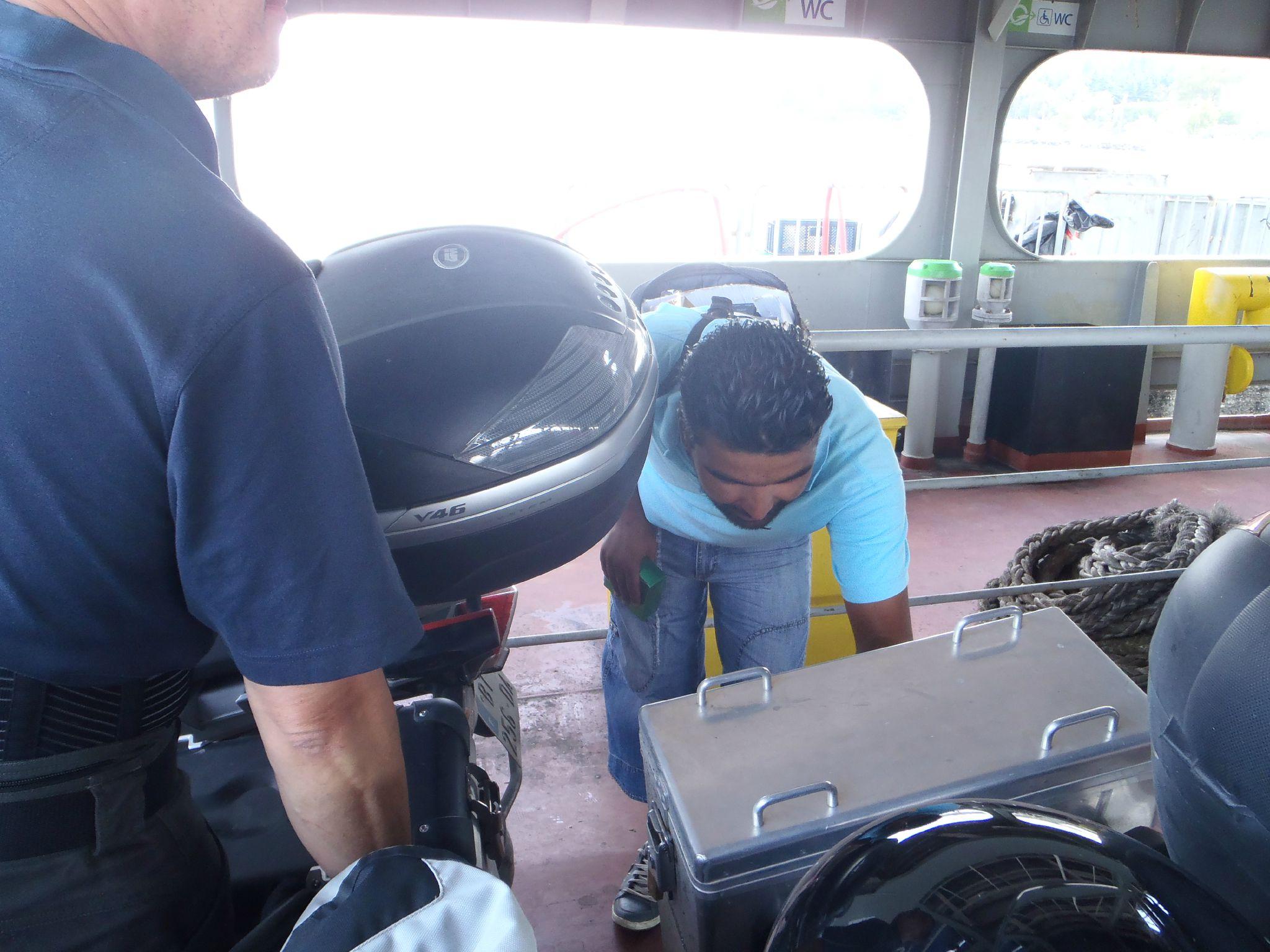turquie : sur le ferry traversée de marmara on admire l''iti deja parcouru