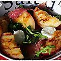 Salade de roquette, mozzarella, noix de jambon et nectarine rotie