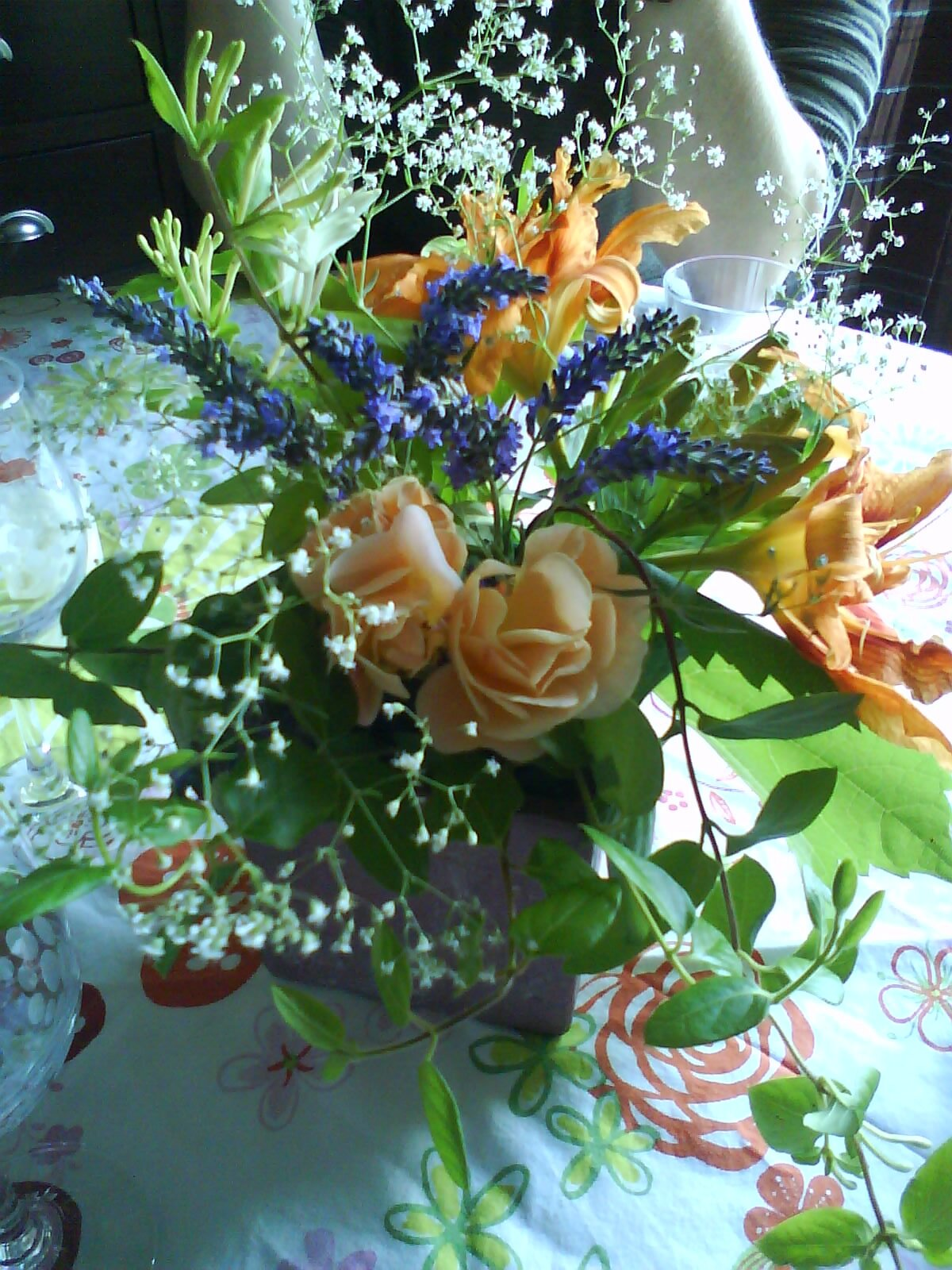 rose, gypsophylle, lavande, chèvrefeuille