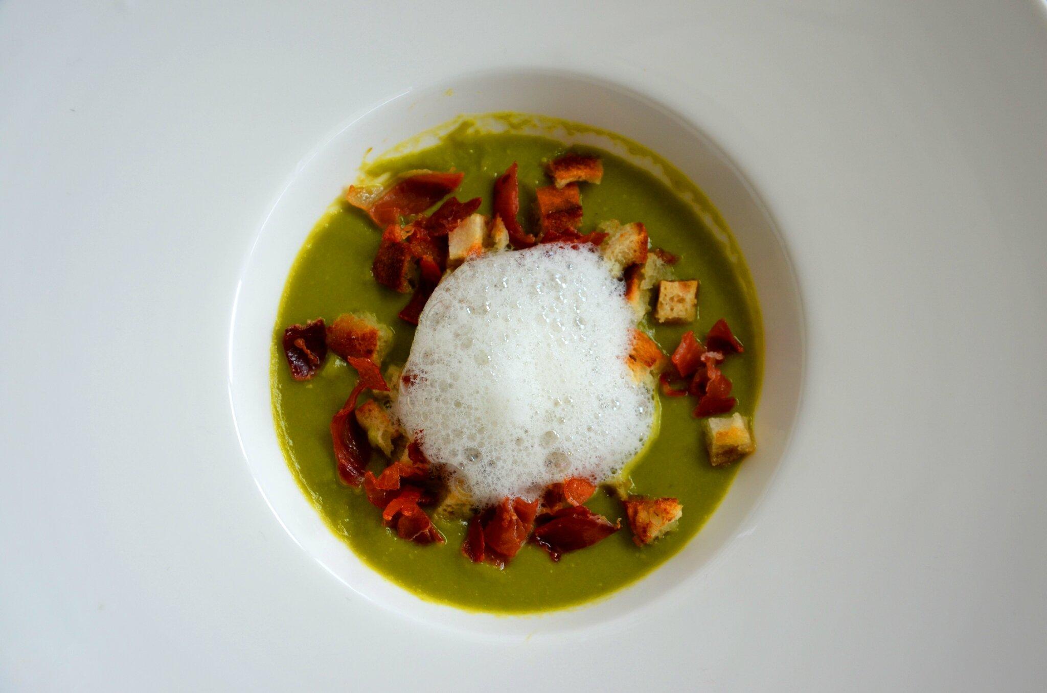 Soupe estivale aux petits pois nuage de jambon serrano for Culinaire saisonnier