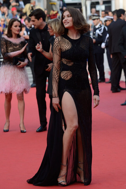 Photos_Cannes_2016_Laetitia_Casta_sexy_sur_le_red_carpet___portrait_w674