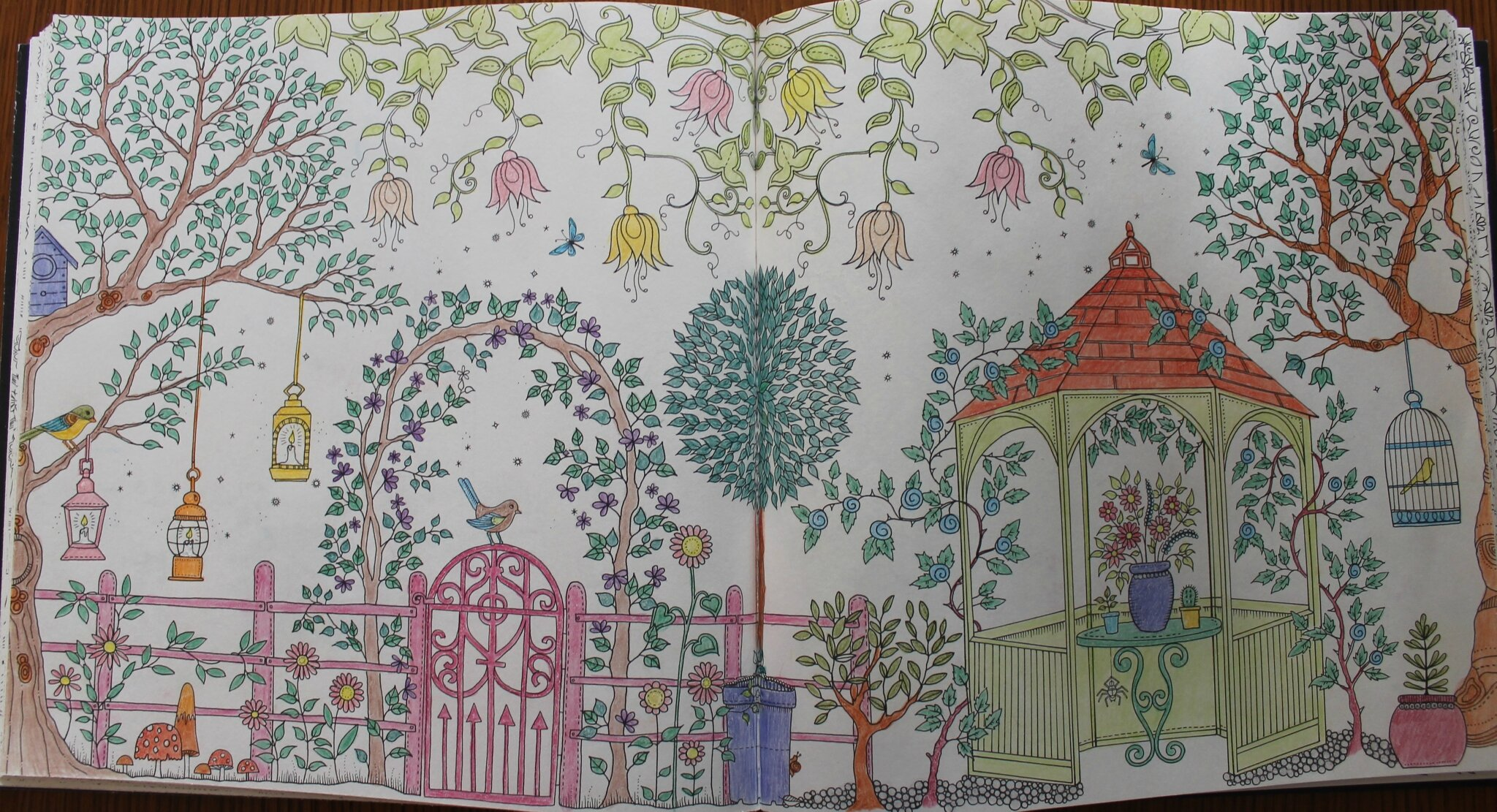 Mes coloriages d 39 avril 2015 les cr as de nathalie for O jardin secret suresnes