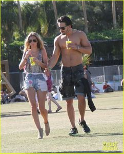 joe-manganiello-shirtless-at-coachella-03