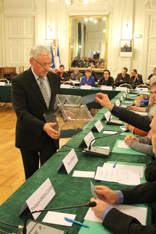 conseil municipal Avranches vote du maire 28 mars 2014