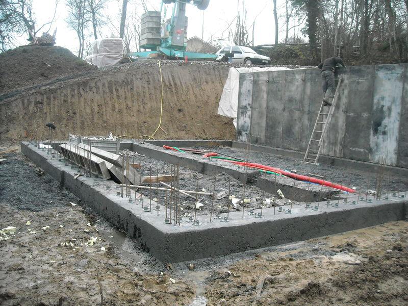 Rez de jardin fondations et coffrage des nurs en b ton for Maison en beton banche