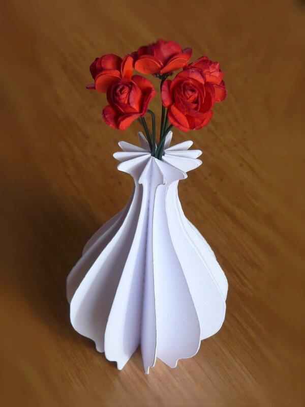 Vase décoratif et son bouquet de roses - Collection