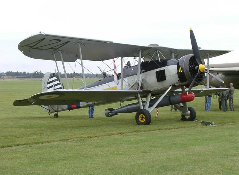 800px-Fairey_Swordfish_on_Airfield