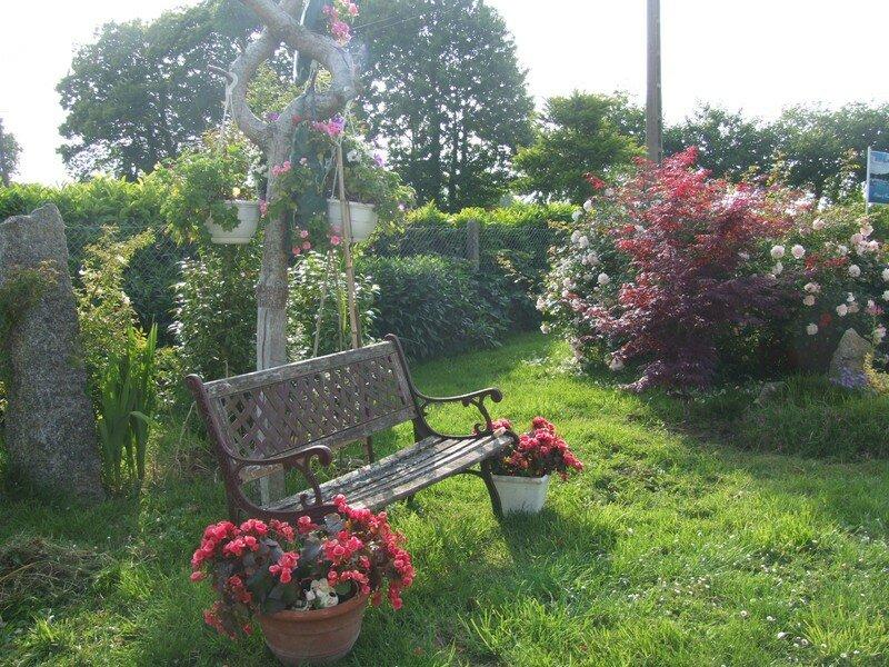 quelques photos du jardin fleuri venez chez mannick scrapbooking peinture et compagnie. Black Bedroom Furniture Sets. Home Design Ideas