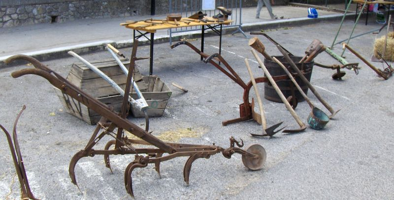St montan autrefois coeur d 39 ardechoise for Outils de jardinage en p