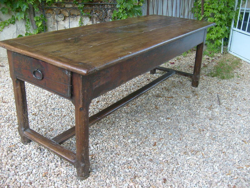 Table de ferme merisier of farm photo de sold - Photo de table ...