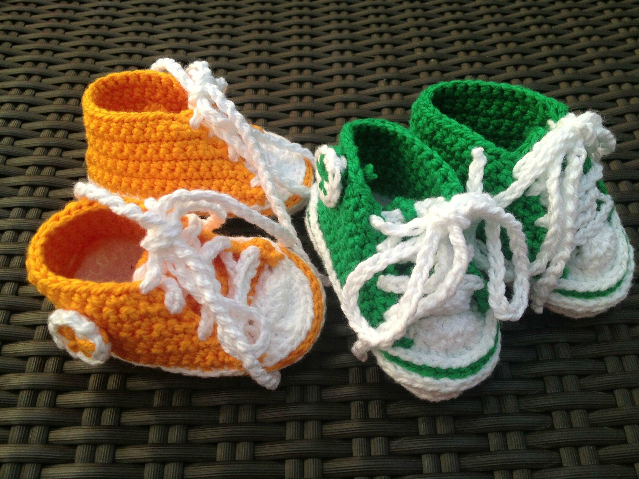 1d4161b580103 crochet converse chaussons pour bébés de modèle gratuit - Akileos