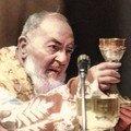 Saint Pio célébrant la Messe