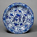 'Grape' dish. Turkey, Iznik, second quarter 16th century. The Metropolitan Museum of Art