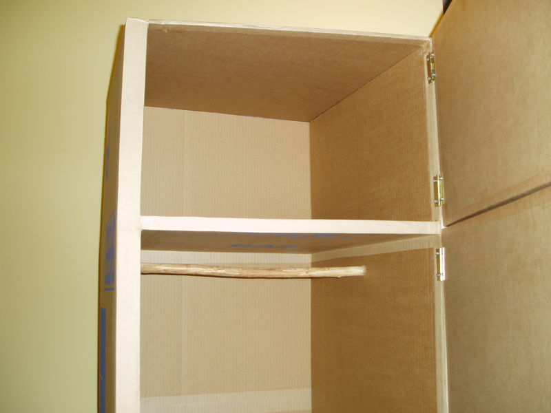 une penderie pour un meuble d 39 entr e mobilier en carton et palettes en r gion centre val de loire. Black Bedroom Furniture Sets. Home Design Ideas