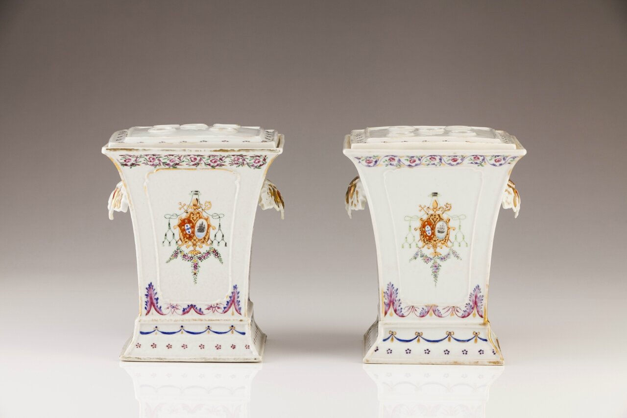 An important pair of armorial flower vases, Chinese export porcelain, Qing Dynasty, Qianlong Period, ca. 1790