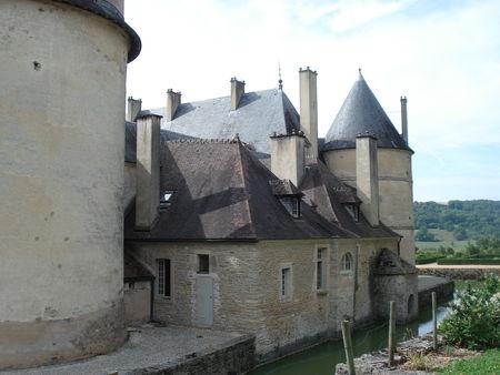 Douves chateau Bussy Rabutin